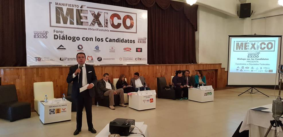 Se presenta Humberto Macías en foro de COPARMEX