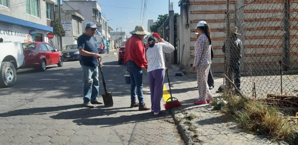Vecinos de la Calle Pino Suarez, llevan a cabo jornada de limpieza en SPM