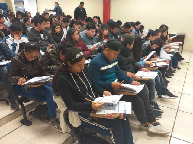 Realizan examen de ingreso a UPTx