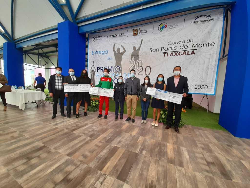 Cutberto Cano entrega premio municipal del deporte en SPM