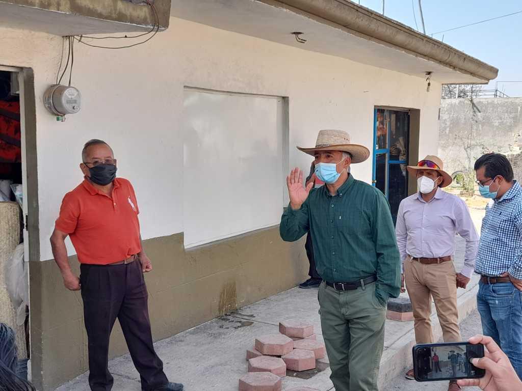 Herrera Xicoténcatl supervisa trabajos de pavimentación en la calle Zaragoza