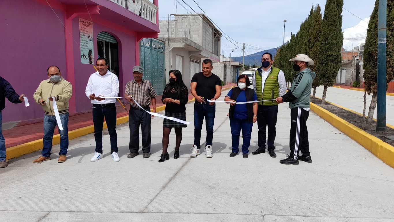 En Ixtenco rehabilitan pavimento de la calle Ponce D' León