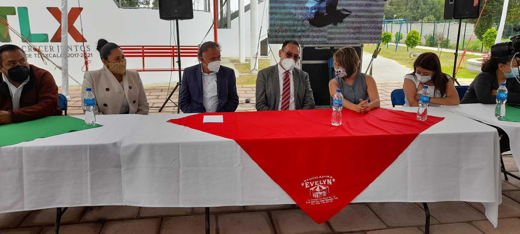 Edil de Xiloxoxtla entrega obras en la unidad deportiva de Quiahuixtla