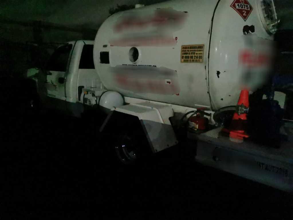 En cateo PFM aseguró vehículos para almacenamiento de hidrocarburo en Tlaxcala