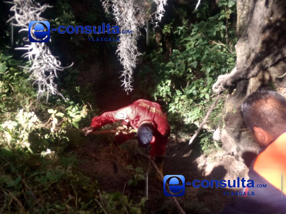 Hallan cadáver de sujeto en fondo de una barranca en Nanacamilpa