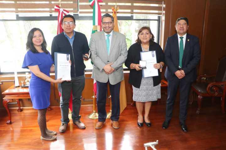 Otorgó CENEVAL reconocimiento a la excelencia a estudiantes de la UATx