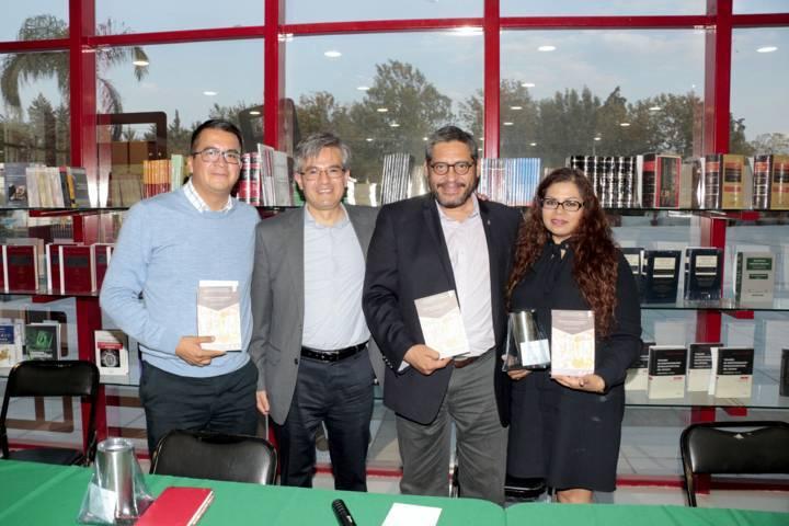 Se analizó en la UATx el libro Derechos de Personas Jurídicas