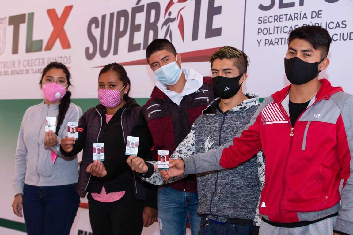 """Entregan """"Supérate"""" e Icatlax apoyos para jóvenes emprendedores"""