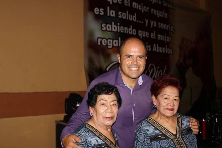 Festejaron a los abuelitos en su día en Santa Cruz Tlaxcala