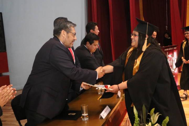 Gradúa UATx a nuevos profesionales de la Facultad de Diseño, Arte y Arquitectura