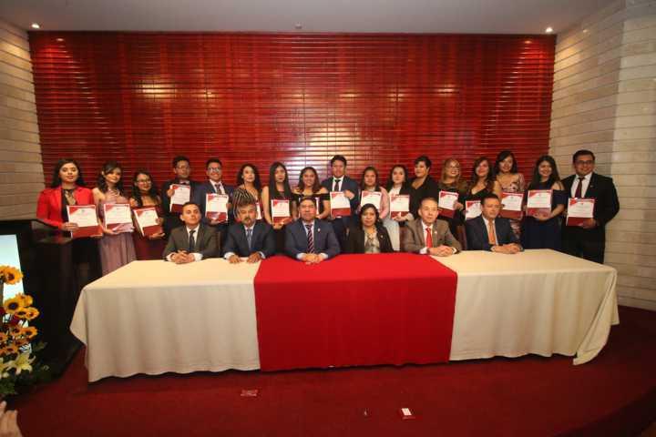 La UATx habilita a profesionistas en la enseñanza del idioma