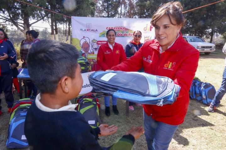 Visita Caravana De Día De Reyes del DIF Estatal Nativitas, Zacualpan y Teolocholco