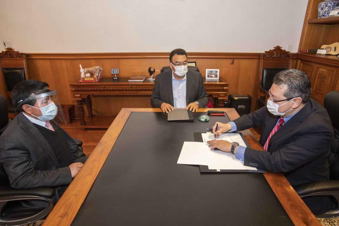Marco Mena toma protesta a Pedro Sánchez Ortega como nuevo magistrado del TSJE