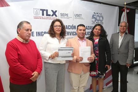 Entregan en Tlaxcala plazas a docentes de educación básica