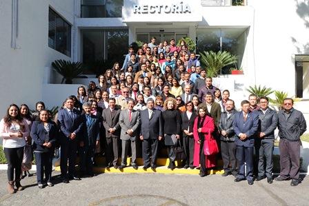 Otorga Fundación UAT 97 becas a estudiantes de facultades