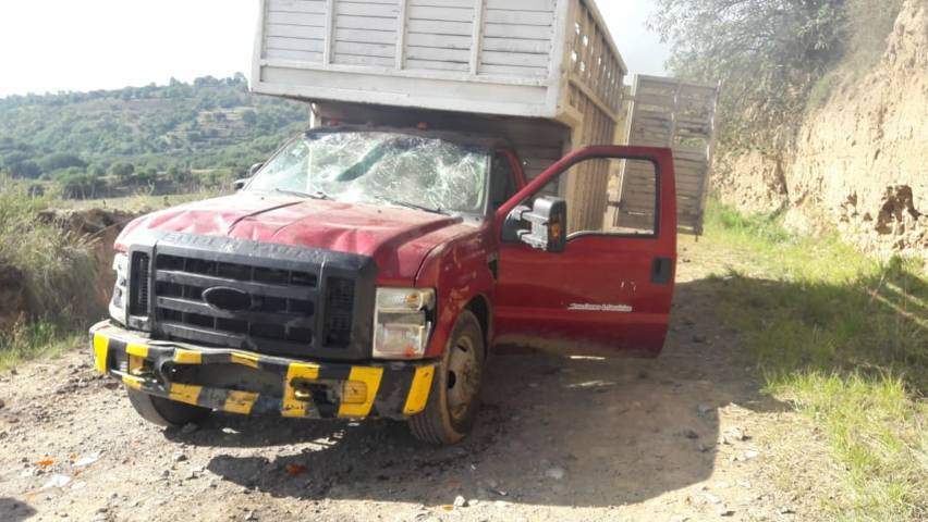 Policía municipal recupera camioneta a punto de ser desvalijada por huachicoleros