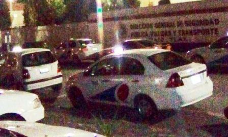 Con charola, arma oficial y radio Matra robaba taxi en Apizaco
