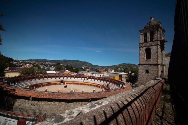 """Realizan trabajos de mantenimiento en la Plaza De Toros Jorge Aguilar """"El Ranchero"""""""