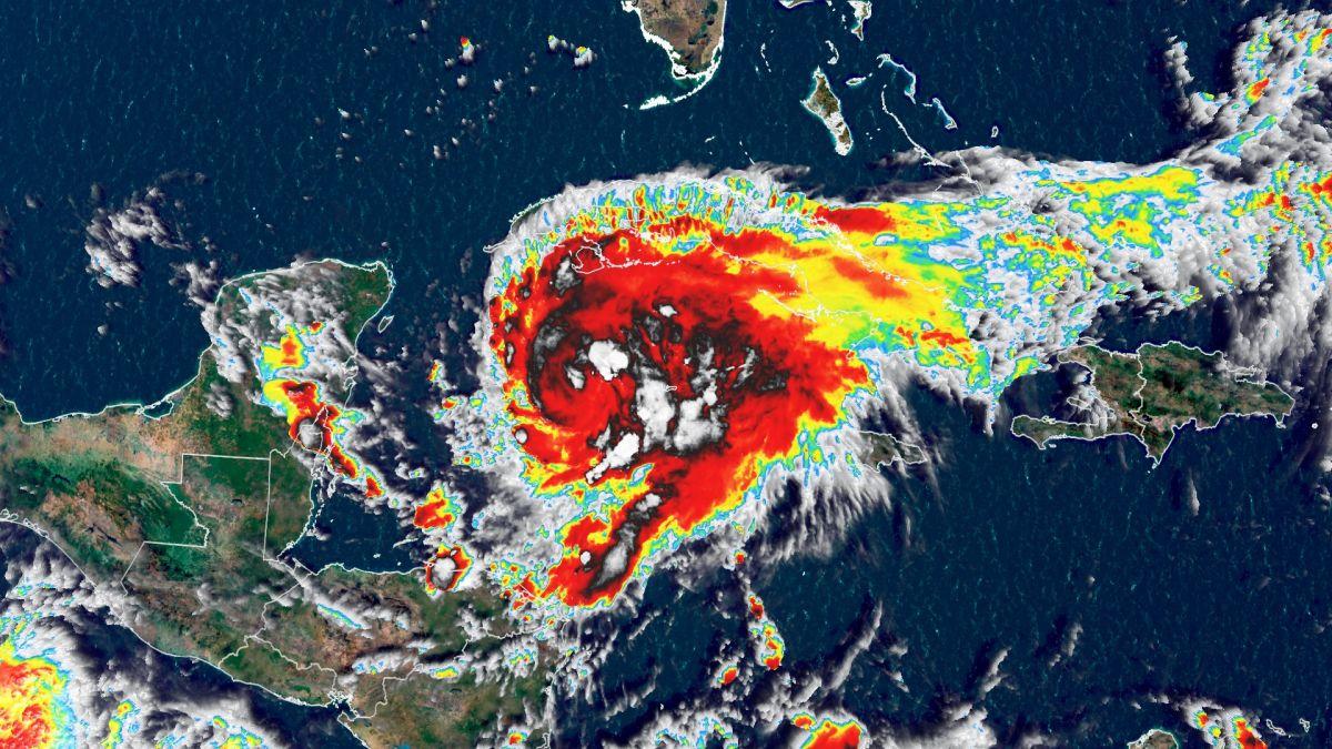 Grace continúa como huracán de categoría 1 y mantiene un rápido desplazamiento hacia Tulum, Quintana Roo