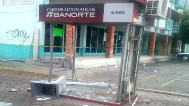En las narices de la policía roban cajero en Huactzinco