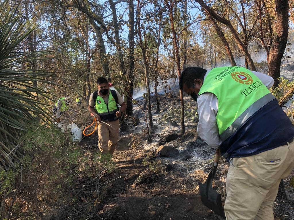 Apoya CGE trabajos para combatir incendio en el Cerro de Tlacaxolo en Terrenate