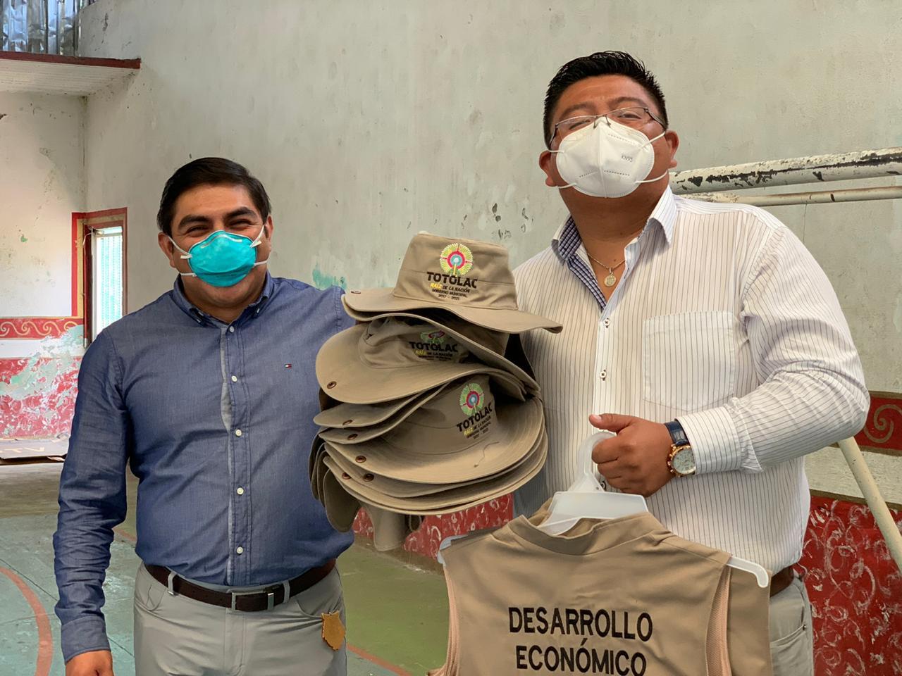 Con la entrega de uniformes, dignifica Giovanni Pérez Briones labor de trabajadores municipales