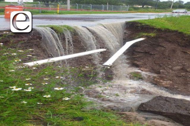 Lluvias provocan daños a la carretera de acceso al municipio de Tecopilco