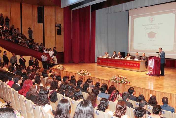 Egresan UATx profesionistas del área de las Humanidades
