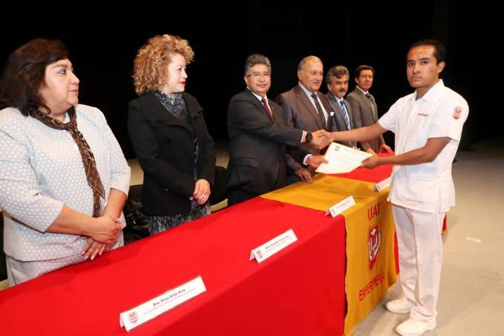 Gradúa la UAT a Licenciados en Enfermería y Obstetricia