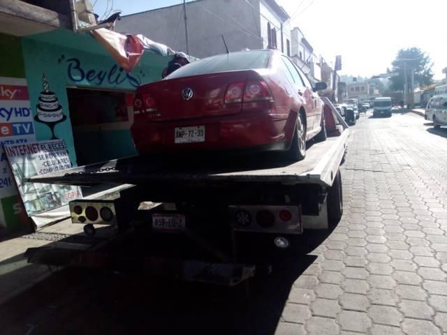 Policías municipales detiene a presuntos huachicoleros con 17 galones
