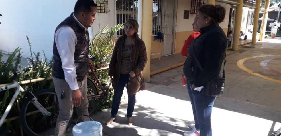 Entrega Gobierno de Xicohtzinco pintura a institución educativa