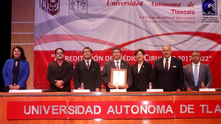 Entregan segunda constancia de acreditación a la Licenciatura en Médico Cirujano de la UAT