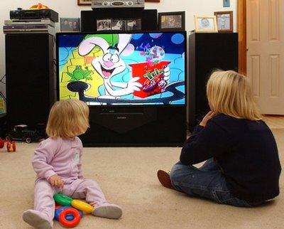 4 de cada 10 niños mexicanos pasan entre dos o cuatro horas frente al televisor