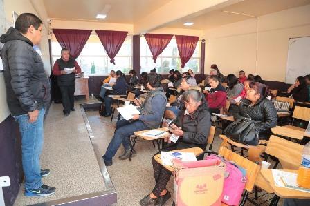 Docentes participan en jornada de formación para entrenadores de matemáticas