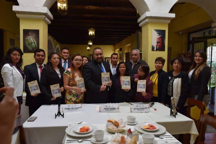 """Libro """"Dolor y Muerte en Xicohtzinco"""" es presentado por el alcalde y la autora"""