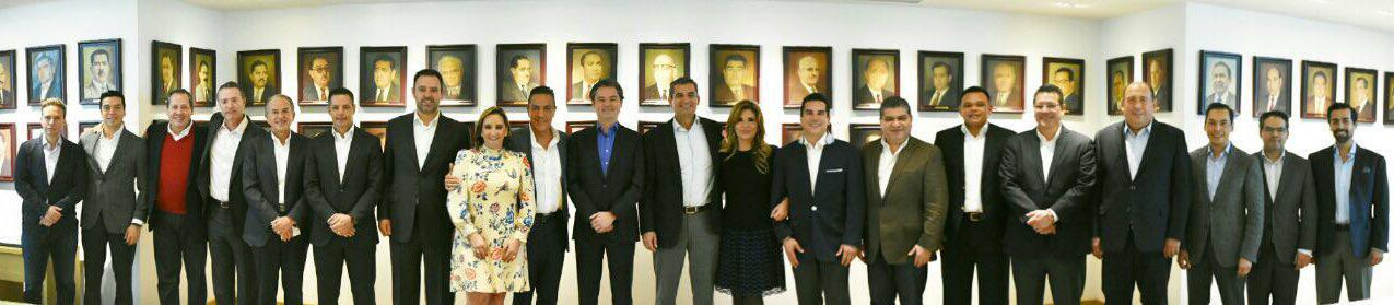 Participa Marco Mena en reunión con gobernadores priístas