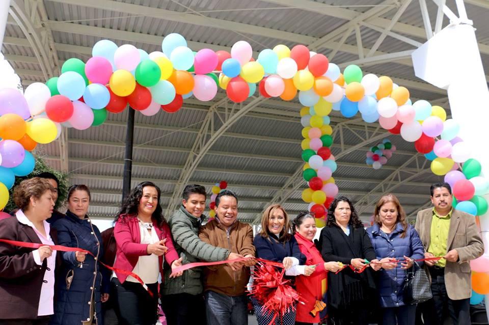 Lorena Cuéllar inaugura techumbre en Xaloztoc