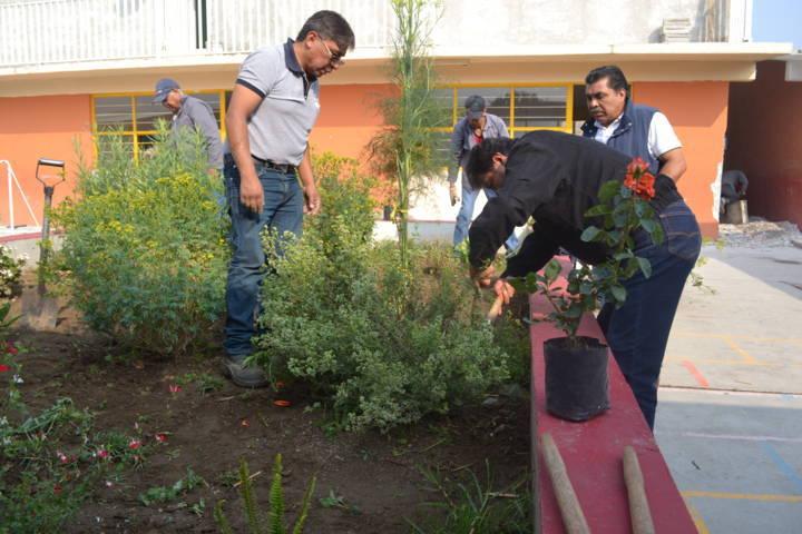 Ayuntamiento promueve ante LAMOSA rehabilitación de primaria bilingüe
