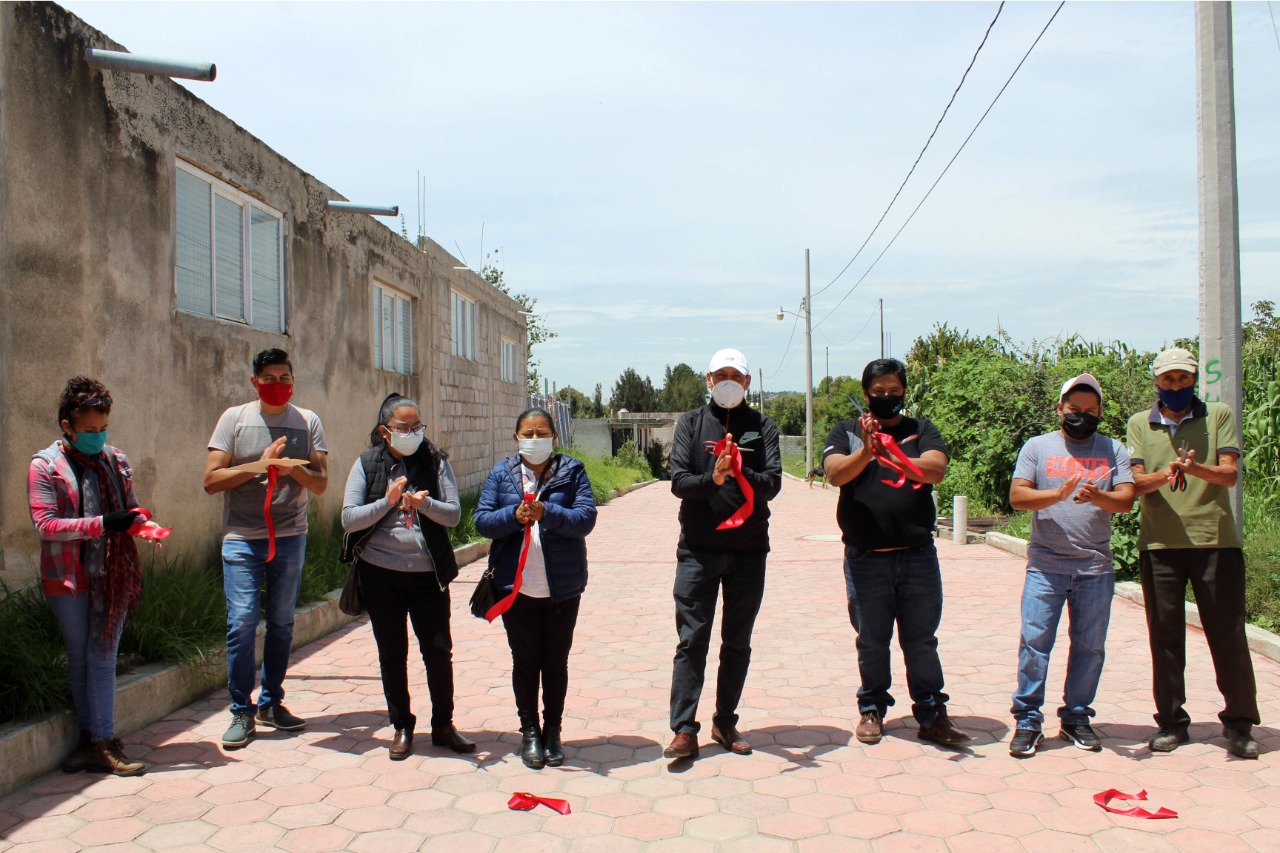 El presidente de Xiloxoxtla entrega obra de pavimento en el barrio de Contla