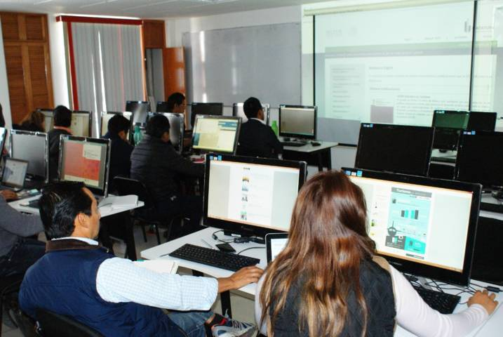Apoya Coltlax a estudiantes con sistema de becas