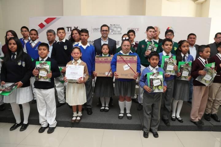 Premia SEPE a estudiantes que destacaron en matemáticas, lectura e inglés