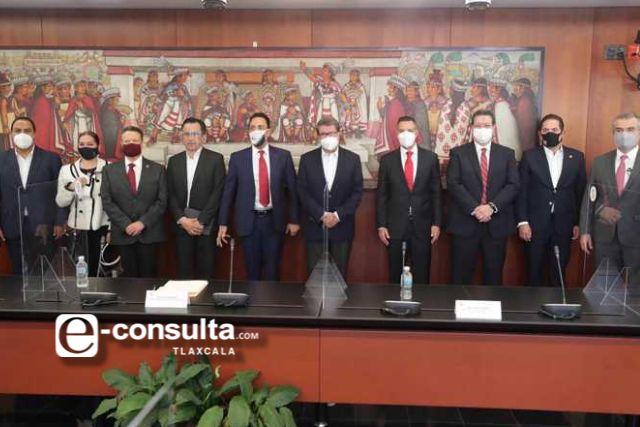 Marco Mena participa en mesa de reforma penal en el Senado de la República