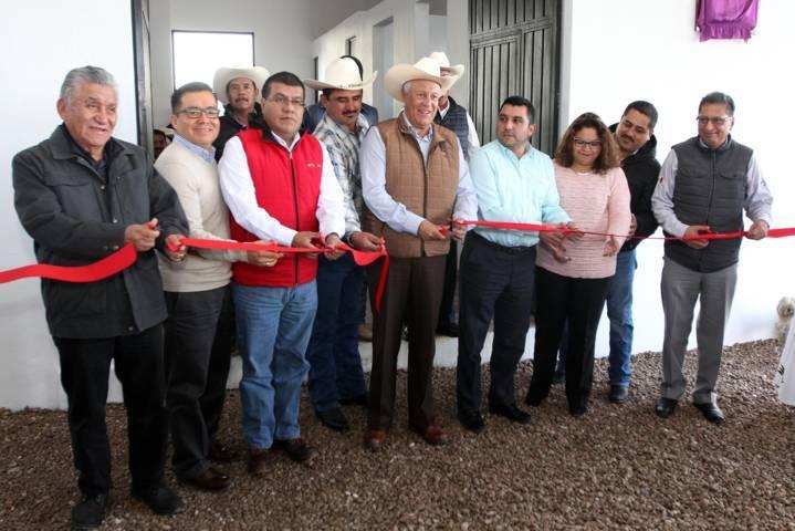 Entregan casas ejidales en Zitlaltepec y Calpulalpan