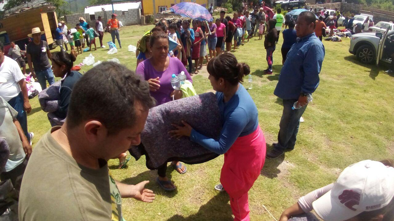 Cobijan contlenses a los damnificados por sismo