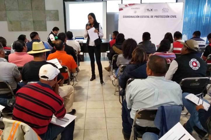 Capacitan sistema nacional de protección civil y CNDH a personal de los 60 municipios