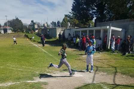 Mil alumnos participan en juegos deportivos de nivel básico