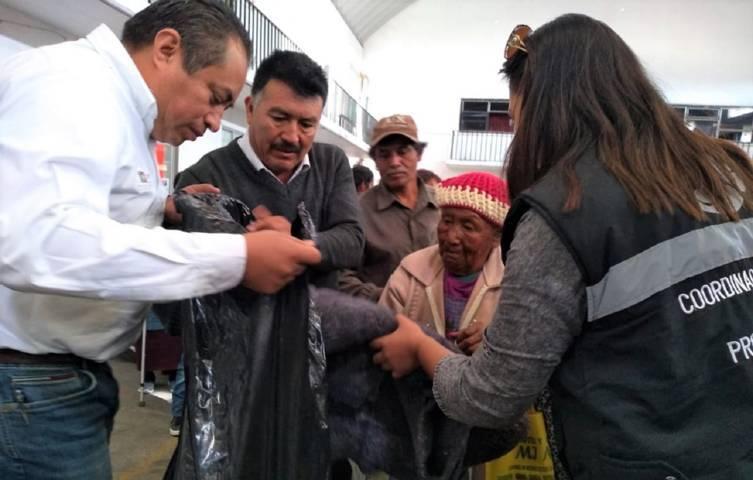 Entrega CEPC insumos por temporada invernal en Tocatlán y Nativitas