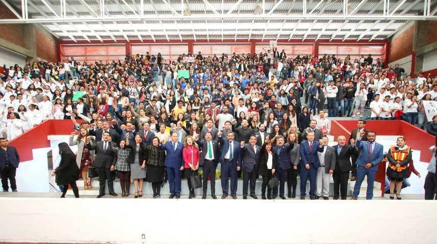 Entusiasta recepción a estudiantes de nuevo ingreso de la UATx