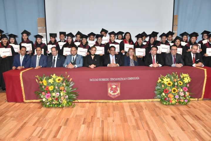Gradúa la UATx  a 40 profesionales de Ciencias Políticas y Administración Pública