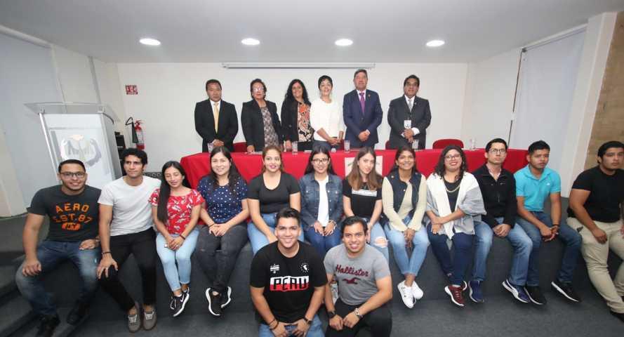 Realizan estancias estudiantes de la Universidad de Colima en la UATx